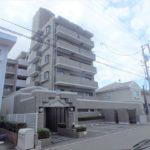 パークハイム牛田中 外観。6階建ての1階部分です。