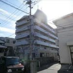 サーパス口田南 外観。6階建ての5階部分です。
