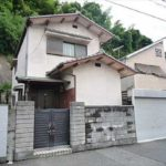 南区西霞町中古 外観。木造2階建ての住戸です。