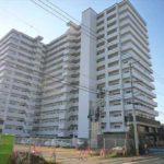 ヴェルディ広島ボールパーク 外観。15階建ての最上階です。