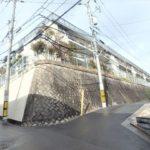 コープ野村牛田東 外観。4階建ての最上階です。