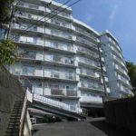 マンション竜王 外観。8階建ての4階部分です。