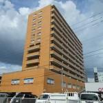 バルミー横川 外観。13階建ての10階部分です。