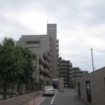 サーパス上安駅前 外観。10階建ての9階部分です。