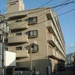 ロイヤルシャトー緑井神宮山参番館 外観。6階建ての2階部分です。