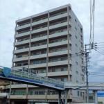 ピアザ昭和 外観。10階建ての9階部分です。