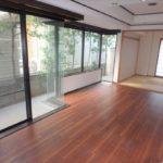 パークハイム牛田中 掃き出し窓から採光をたっぷり享受できるリビング・ダイニング