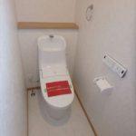 西条町西条新築 1階トイレはウォシュレット付きで清潔です♪