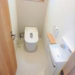 東区山根町新築 1階トイレはタンクレスタイプ!手洗いカウンターも付いています(*^_^*)