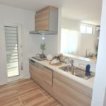 呉市焼山宮ヶ迫1丁目新築 お洒落なデザインの対面式システムキッチン