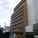 ライオンズマンション楽々園駅前 外観。11階建ての2階部分です。