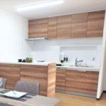 みゆきパークマンションB棟 キッチンとカウンターはお洒落な木目調カラーを採用♪