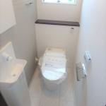 西区中広町2丁目新築 2階トイレ。お手入れラクラクタンクレスタイプです♪