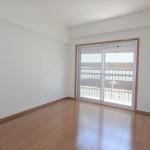 チサンマンション広島 洋室6帖。バルコニーへの掃出し窓からの採光良好です。