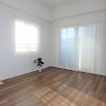 三篠公園パークホームズ 2面採光で明るい洋室6.4帖