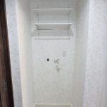パークハイム牛田中 洗濯機置場上部に棚があります
