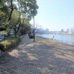 長寿園マンション 河川敷