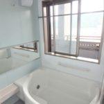 ハウスバーンフリート海田 浴室に大きな窓が付いており明るい空間です♪