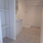 長寿園マンション 清潔感溢れる洗面室