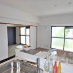 ダイアパレス二葉 対面式キッチンから望む室内