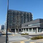 広島県医師会館と広島がん高精度放射線治療センター