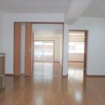 チサンマンション広島 12帖のLDKから洋室2室に続いています。