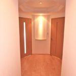 フローレンス東蟹屋グランドアーク 新設 天井から柔らかな光が包み込むホワイエ(内装)