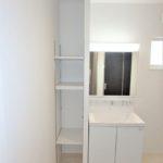 呉市焼山宮ヶ迫1丁目新築 洗面室のデッドスペースを収納スペースに活用♪