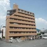 ライオンズマンション空港通り 外観。8階建ての2階部分です。