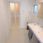 東区山根町新築 白を基調とした清潔感溢れる洗面室