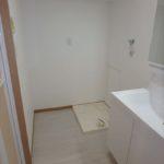 十日市ガーデンハイツ 洗面室に室内洗濯機置場もあります。