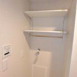 トーカンマンション山根町サウスウィング 洗面室洗濯機置き場上部に棚もあります!