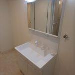 パラッシオ東雲 新設:三面鏡付き洗面化粧台
